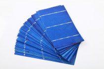 0,5V 2,04W kisméretű polikristályos napelem cella 156x78 mm. Nagyméretű napelemtábla is építhető bel