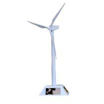 Szélturbina modell. Napelemmel műkődő zélkerék modell. Lapát átmérő: 24 cm magassága 38 cm