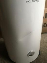 80 literes fali tároló 1 hõcserélõ + 2,2 kW fűtőbetét literes napkollektor bojler HMV tároló 1 hőcserélő Ariston Pro R 80 TS